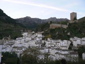 Cazorla-desde el mirador de Zabaleta, castillo de la Yedra, al fondo Castellones del Gilillo